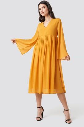 NA-KD Wide Sleeve Flowy Chiffon Dress