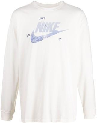 Nike Swoosh logo-print long-sleeved t-shirt