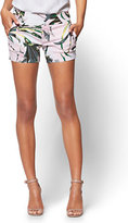 New York & Co. 7th Avenue - Pull-On 4 Inch Short - Signature - Tropical Print