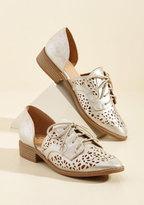 BC Footwear Skip-Top Shape Oxford Flat in Cutouts in 10
