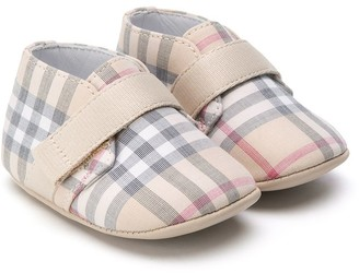 Burberry Signature check pattern pre-walkers