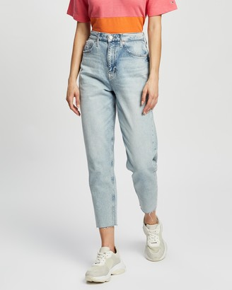 Tommy Jeans High-Rise Tapered Mom Jeans