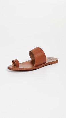 beek Finch Toe Ring Slides