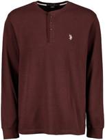 U.S. Polo Assn. Men's Tee Shirts CDSK - Burgundy Long-Sleeve Thermal Henley - Men