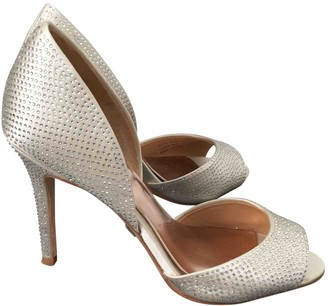 Badgley Mischka White Leather Heels