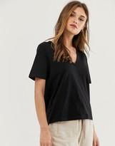 Asos Design DESIGN t-shirt in slubby jersey with v-neck in black