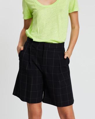 Mng Bermuda Window Shorts