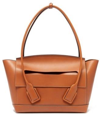 Bottega Veneta The Arco Medium Leather Bag - Womens - Tan