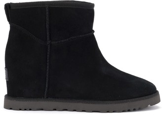 UGG Classic Femme Mini Ankle Boot In Black In Sheepskin And Suede