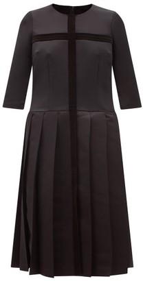 Comme des Garçons Comme des Garçons Velvet-applique Pleated Satin Dress - Black
