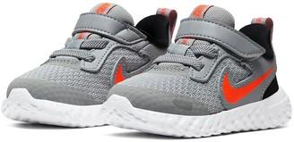 Nike Revolution 5 YoungerChildrens Trainers- Grey/Orange