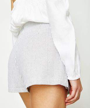 Alice In The Eve Directions Stripe Short White