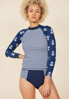 ModCloth Paddleboard Tutorial Rash Guard in 8