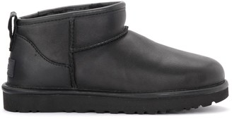 UGG Classic Ultra Mini Ankle Boot Made Of Black Leather
