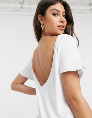 NA-KD open back t-shirt n white