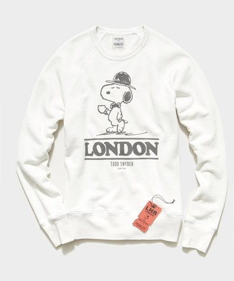 Todd Snyder X Peanuts Peanuts City Collection London Crewneck Sweatshirt in Alabaster