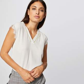 Morgan V-Neck T-Shirt with Short Lace Sleeves and Edging Stripe