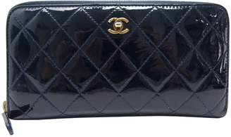 Chanel Timeless/Classique Blue Patent leather Wallets