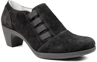 Cliffs By White Mountain Arielle Suede Shootie