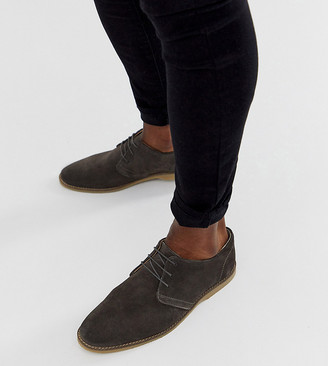 ASOS DESIGN Wide Fit derby shoes in gray suede with piped edging