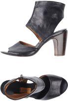 Preventi Sandals