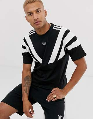 adidas t-shirt with central trefoil and shoulder stripes in black