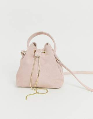 Asos Design DESIGN suede bucket bag with snake chain detail-Cream