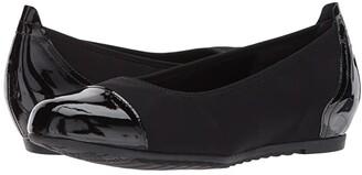 Munro American Henlee (Black Fabric/Patent) Women's Flat Shoes