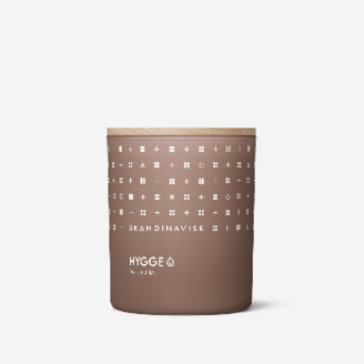 Skandinavisk - HYGGE Scented Candle 200g - NOTES Black Tea, Apples, Mint and Cinanamon - Vegan Friendly