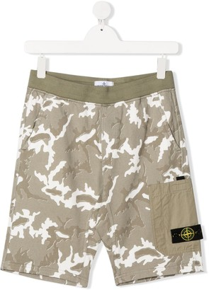 Stone Island Junior TEEN camouflage-print shorts