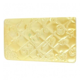 Chanel Yellow Patent leather Clutch bags