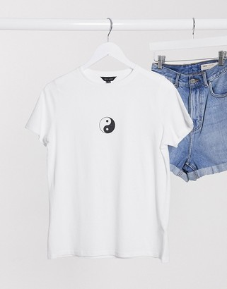 New Look ying yang tee in white
