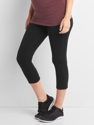 Gap Maternity GapFit Full Panel Capris in Performance Cotton