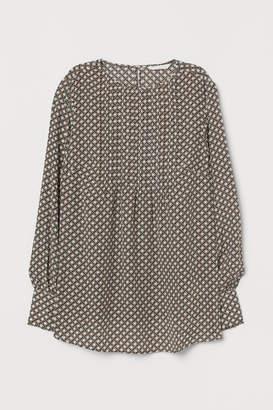 H&M MAMA Blouse with pin-tucks