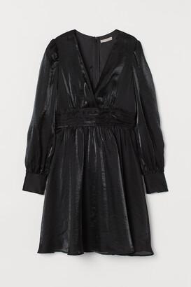 H&M Puff-sleeved V-neck Dress