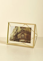 Memorable Dimension Single-Photo Frame in Gold