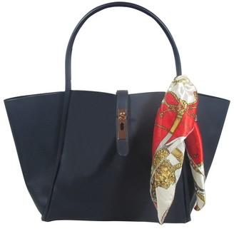 UN Billion East/West Tote Bag with Removable Pouch - Lacy