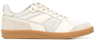 Ami Classic Low Top Sneakers