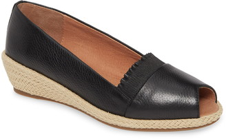 Gentle Souls by Kenneth Cole Luci Flat