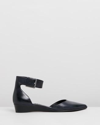 Calvin Klein Tamina Siriana Flats