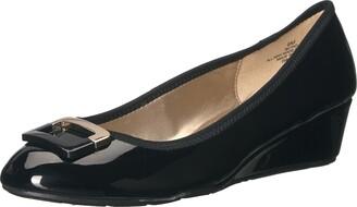 Bandolino Women's Tad Flat Black 5 M US