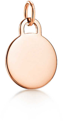 Tiffany & Co. Charms round tag charm in 18k rose gold, small