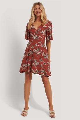 NA-KD Flowy V-Neck Dress