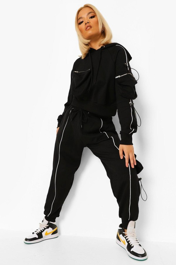 Thumbnail for your product : boohoo Petite Cargo Bungee Cord Joggers