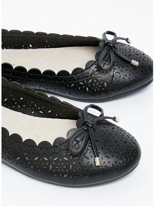 Evans Extra Wide Fit Renny Lazer Cut Ballet Shoe - Black