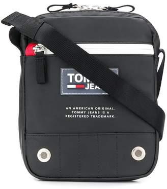 Tommy Hilfiger logo patch messenger bag
