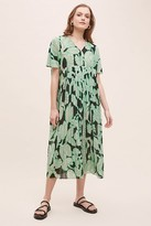 5Preview Pleated Leaf-Print Dress
