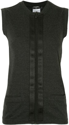 Chanel Pre Owned 2002 Zip-Up Sleeveless Knitted Cardigan