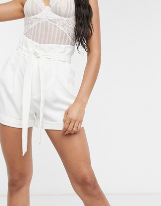 UNIQUE21 paperbag waist shorts in ivory