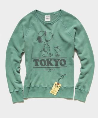 Todd Snyder X Peanuts Peanuts City Collection Tokyo Crewneck Sweatshirt in Green